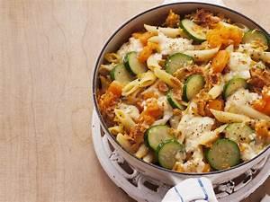 Kürbis Mit Nudeln : k rbis nudel gratin mit zucchini rezept food rezepte k rbis nudeln und gratin ~ A.2002-acura-tl-radio.info Haus und Dekorationen