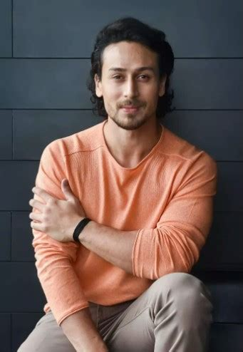 Tiger Shroff Height, Weight, Age, Girlfriend, Family ...