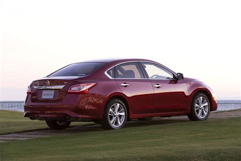 Review Nissan Teana by Nissan Launches 2014 Teana