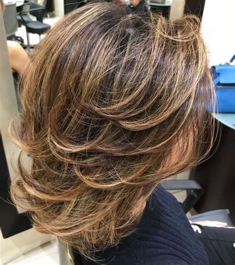 70 Brightest Medium Layered Haircuts to Light You Up (With