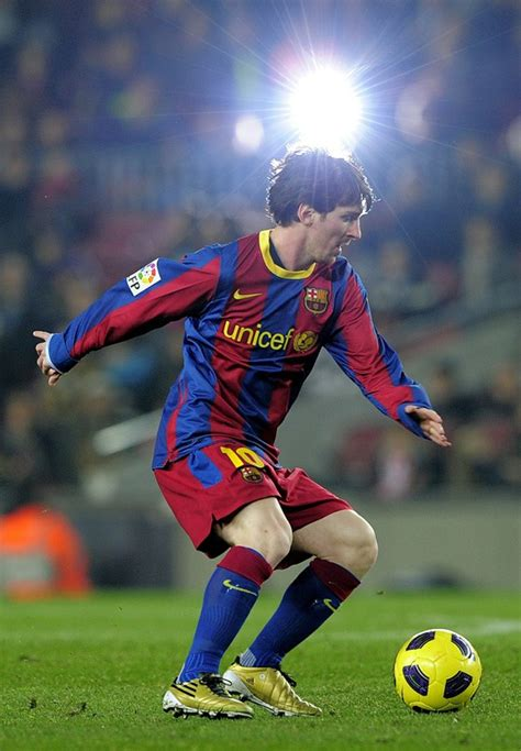 sports stars  lionel messi famaous footballer