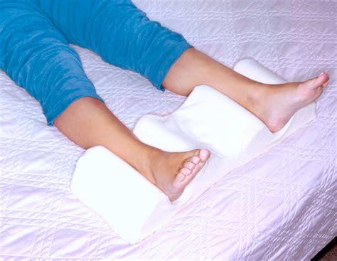 best pillows for sleeping leg wedge pillow best memory foam 2 in 1 knee pillows