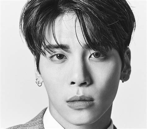 Fans Honor SHINee's Jonghyun With Memorials All Over The ...