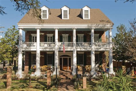 colonial architecture tips to retain the essence of a colonial style house