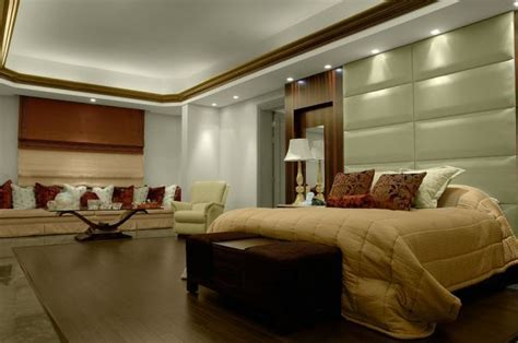 Understated Radiance: Dazzling Recessed Lighting For Warm