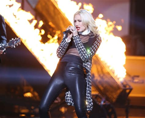gwen stefani doubt stage performed heated music popsugar awards shemazing then blast amas musical past years celebrity