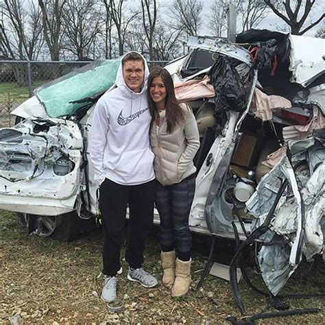 Boat Crash Into Pole by Tennessee Couple Crashes Into Pole At 85 Mph God Took