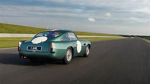 Aston Martin Db4 Gt : aston martin db4 gt continuation a very rare drive indeed photos ~ Medecine-chirurgie-esthetiques.com Avis de Voitures