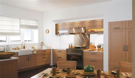 cuisine ch麩e massif four pour cuisine equipee maison design sphena com