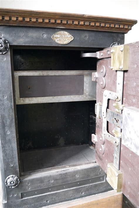 ancien coffre fort industriel maison leloutre annees 30 coffre fort maillots de bain et 233 es 30