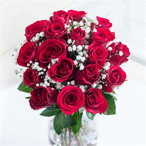 simply red roses flyingflowerscouk