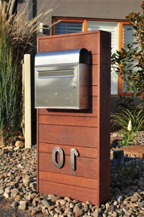 design briefkasten freistehend edelstahl briefkasten funktionalität und moderne gestaltung archzine net