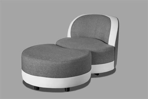 fauteuil pivotant design rond en tissu gris blanc avec