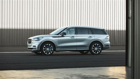 lincoln aviator priced  fight