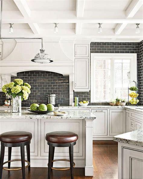 cr馘ence mosaique cuisine carrelage mural cuisine mosaique maison design bahbe com