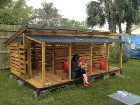 Cabane De Jardin En Palette by Best 25 Pallet Playhouse Ideas On Pinterest Pallet