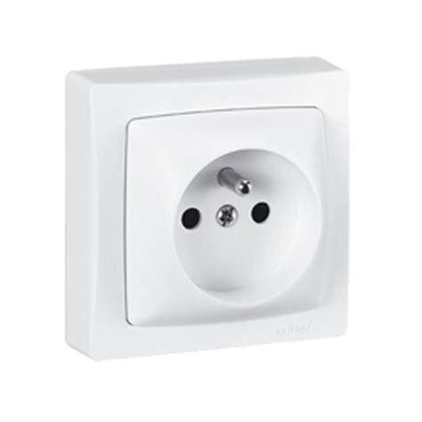 interrupteur le de bureau prise de courant 2p t legrand en saillie blanc 086027