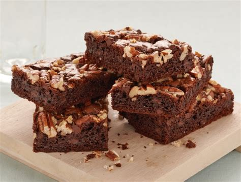 Combine cake mix, sandwich cookies, oil, and eggs in a mixing bowl. Recipe: Double Chocolate Chewies | Duncan Hines Canada®
