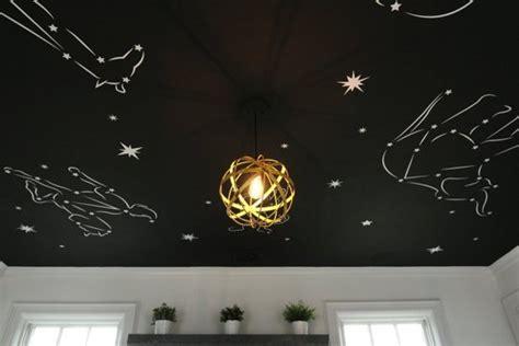 etoiles fluorescentes plafond chambre un plafond plein d 39 étoiles dans une chambre enfant