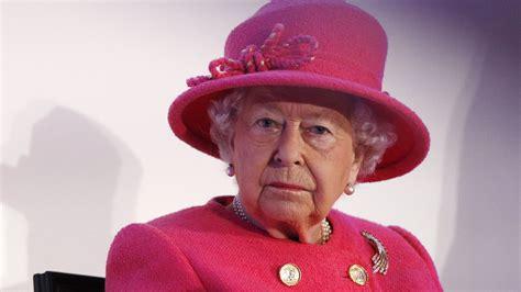 weihnachten bei den royals queen hat regeln fuer geschenke
