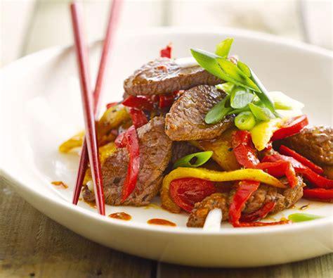 comment cuisiner avec un wok wok de bœuf à la mangue recette de cyril lignac