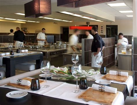 moucherons dans la cuisine accueil restaurant gastronomique le charlemagne