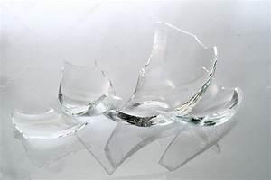 BROKEN GLASS PIECES — Stock Photo © Voyagerix #19399835
