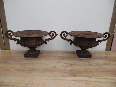 vasi in ghisa bellissima coppia di vasi in ghisa antichi lacole