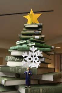 book christmas tree recyclart