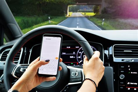 texting  driving  types  texting drivers einsurance