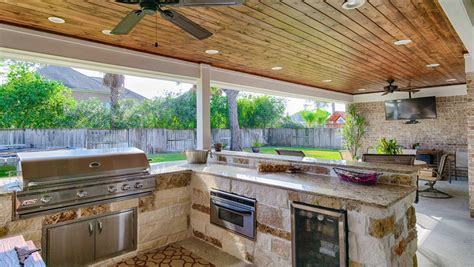 The Woodlands Outdoor Kitchen & Covered Patio Construction
