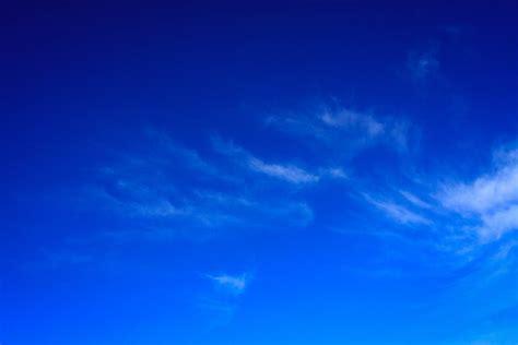 bagus  wallpaper biru cerah joen wallpaper