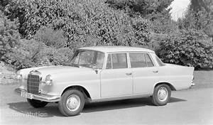 Auto Dynasty Lights Mercedes Benz E Klasse Quot Kleine Heckflosse Quot W110 1961