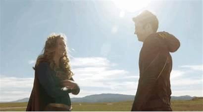 Flash Hug Supergirl Gifs Tv Crossover Giftastic