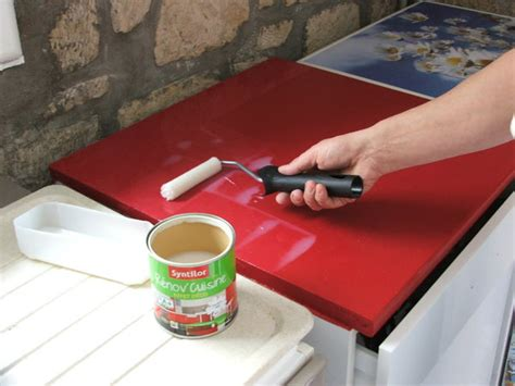 protection plan de travail cuisine repeindre ses meubles de cuisine galerie photos d article 24 25