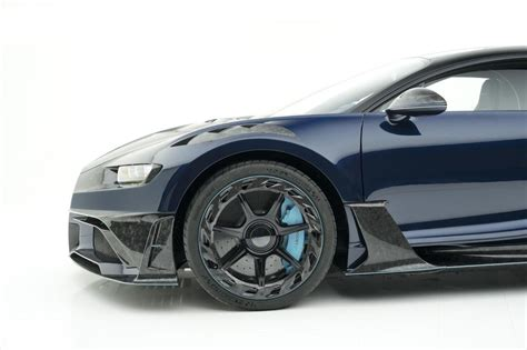There is a stick shift in the center with 3 positions. Bugatti Chiron Centuria | Men's Gear