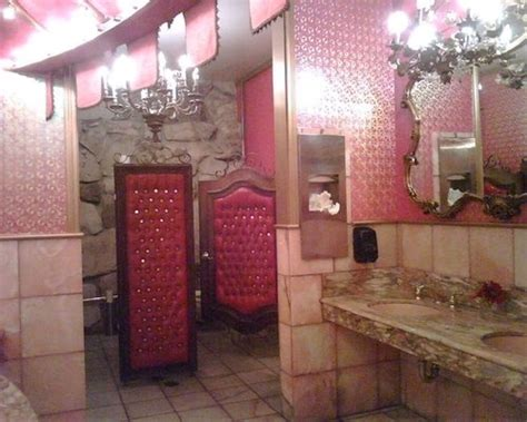 Madonna Inn Bathroom Pictures by