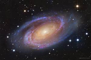 APOD: 2014 November 19 - Bright Spiral Galaxy M81