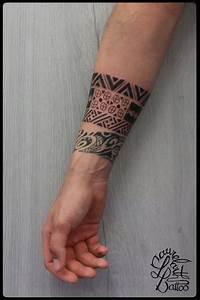 Tatouage Homme Petit : tatouage bracelet femme avant bras petit tatoo homme ~ Carolinahurricanesstore.com Idées de Décoration