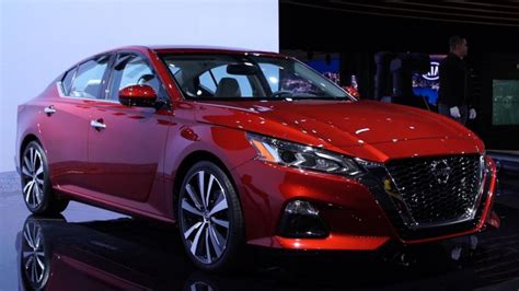 nissan altima features  tech safety equipment