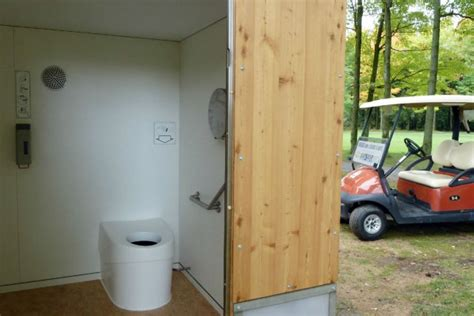toilette seche a vendre des vers de terre fran 231 ais r 233 volutionnent les toilettes s 232 ches qu 233 b 233 coises nuage ciel d azur