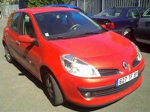 Renault Clio  01  2006  - Red