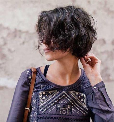 beste kurze frisuren fuer frauen mit welligem haar short