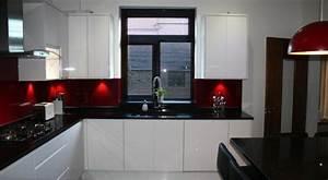 cuisine blanche avec plan de travail noir 73 idees de With cuisine rouge plan de travail noir
