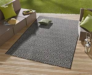 Teppich balkon wohnideen infoleadmobi for Balkon teppich mit tapete fliesenoptik