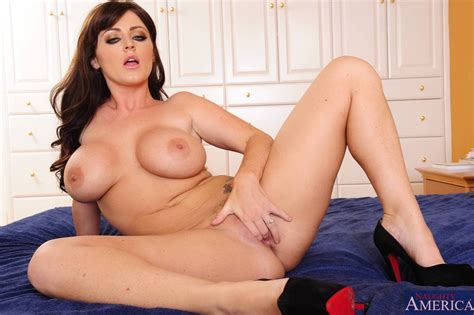 Sophie Dee Big Tits Shaved Pussy - nude bb - nude babe blog