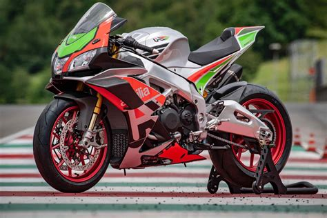 Rsv4 Rf Image by Ride Incoming Aprilia S New Rsv4 Gives You Wings