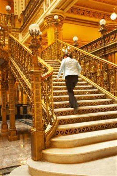 les causes de la douleur des jambes en montant les escaliers oemglass net