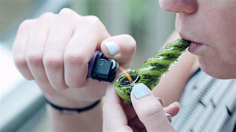 smoking marijuana    effective method study finds