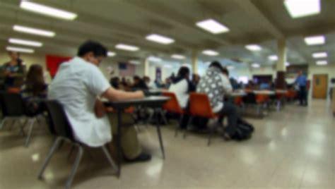Report: NY public school enrollment drops
